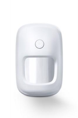UPUSEC - PIR Bewegungsmelder V2Einfache MontageFunk-Bewegungsmelder für die LUPUSEC Smarthome AlarmanlagePerfekte Sicherung Ihrer Innenräume. Mit dem neuen PIR Bewegungsmelder V2 sichern Sie Ihre Innenräume. Der hochwertig gestaltete Bewegungssensor lässt sich mit nur einem Klick in Ihre LUPUS XT Zentrale anlernen. Ist der Melder aktiv, registriert er jede Bewegung innerhalb von Millisekunden. So ist man stets informiert und im Notfall alarmiert. So können Sie die Innenräume Ihres Zuhauses, Ladengeschäftes oder Bürogebäudes absichern. Und durch das neue, hochwertige LUPUS Design passt sich der Melde perfekt in Ihre Raumgestaltung ein. Einfach, schön und sicher. Das ist der neue Bewegungsmelder V2 von LUPUS.Korrekt montiert, in einer Höhe von 1,8 – 2 Metern, nimmt er auf maximal 12 Metern und in einem Winkel von 110° Objekte wahr.Richten Sie dabei den Melder nicht auf Wärmequellen wie Heizungen oder Fensterfronten / Wintergarten. Verwenden Sie hierfür nur unseren Dualway-Bewegungsmelder (ArtNr. 12034).Der PIR Bewegungsmelder V2 ist wie alle Sensoren ebenfalls batteriebetrieben, verfügt über eine Sabotageerkennung an der Hinterseite und wird per Funk an die Alarmanlage angebunden. Daher kann er einfach an jeder Wand oder Decke Ihrer Wahl geklebt oder geschraubt werden. Eine Eckhalterung sowie Befestigungsmaterial sind im Lieferumfang inbegriffen. Kabel zur Signalübertragung oder eine Stromversorgung per Netzteil sind NICHT notwendig. Einfach den Bewegungsmelder über die Zentrale mit dem Alarmsystem verbinden und einrichten.Immer Informiert - das Web Interface der XT2 PlusSchnell integriert - einfach automatisiert.Einmal in das System integriert, meldet der Funk-Bewegungsmelder jede Änderung des Zustands an die Zentrale.Dies beinhaltet eine Statusmeldung bei schwacher Batterie, bei Auslösen des an der Hinterseite befindlichen Sabotagekontakts sowie beim Erkennen von Bewegungen. Letzteres können Sie für zahlreiche Automatisierungen verwenden: Sie möchten z.B. beim Betre